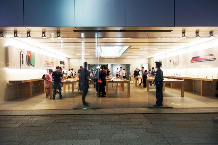 iPhone Xに先駆けて、iPhone 8発売!Apple Store銀座に行列はできたのか? technology170922_applestore_2-700x467