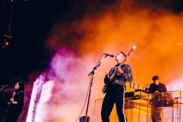 【フジロックフォトレポ】The xx、グリーン・ステージに響くサウンドとジェイミーのDJ thexx_17091412-700x467