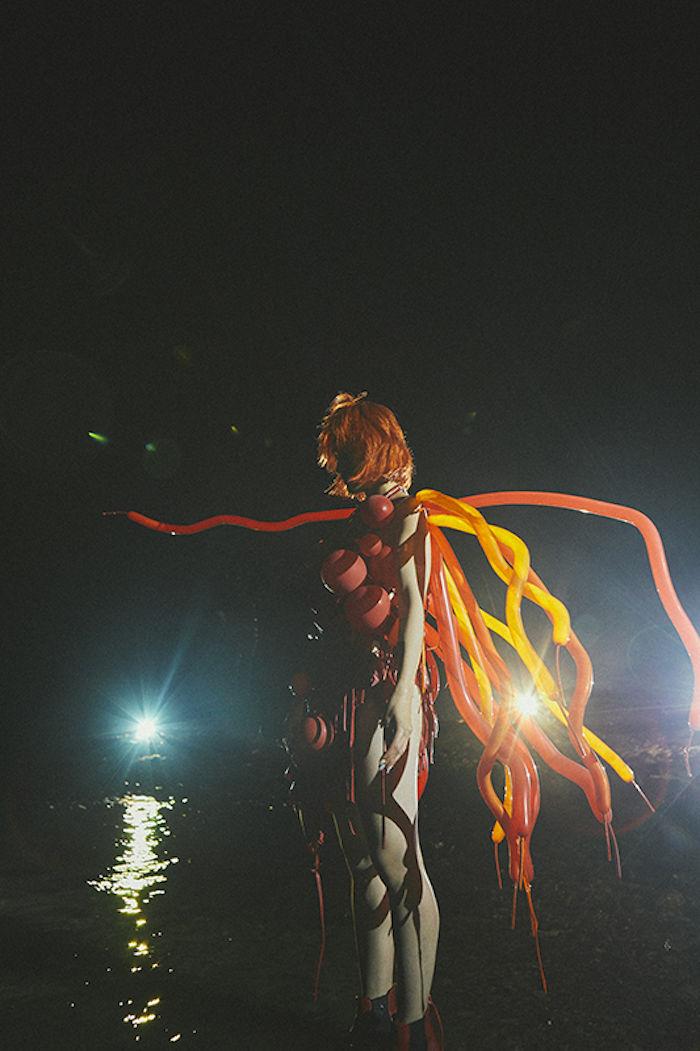 【ライブレポ】水曜日のカンパネラ、宮城県石巻市荻浜の海岸で急遽生配信ライブ! werdcamp0-1709022-700x1051