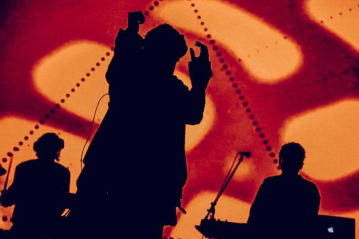 【フジロックフォトレポ】yahyel、深夜帯「PLANET GROOVE」を照らす圧倒的パフォーマンスとVJ yahyel-17091310-700x467