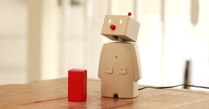 家庭用対話ロボット「BOCCO」を作ったユカイ工学オフィスにお邪魔してきた bocco_2-700x366