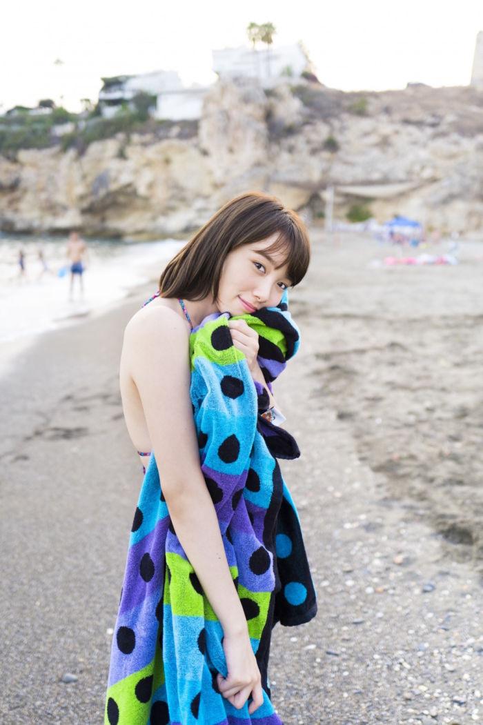今注目の女優・飯豊まりえ、男女両目線で楽しめる写真集がAmazon写真集ランキング上位に! art171114_marieiitoyo_01-700x1051
