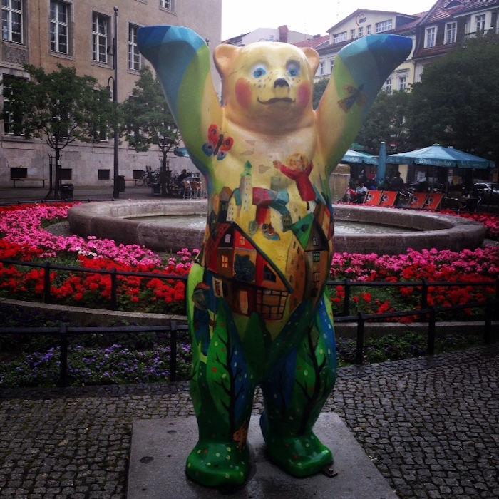 【実録!!】ドイツの首都ベルリンでビザ延長が認められるまでの長い道のり km-post64_bear-700x700