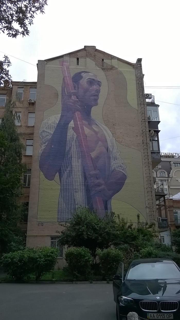 新たな発信地となるのか?キエフのストリートアートがおもしろい km64_Aryz-700x1247