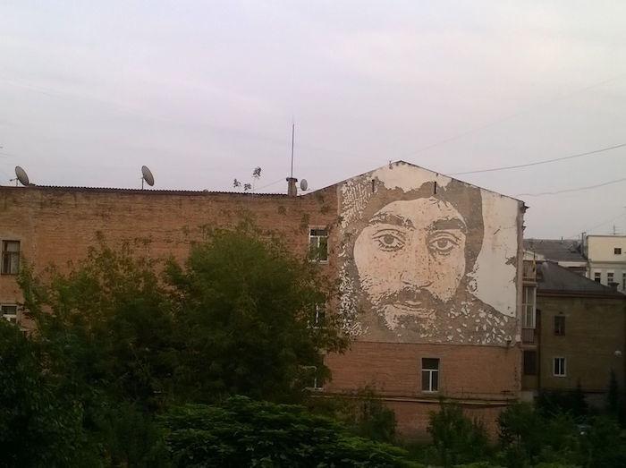 新たな発信地となるのか?キエフのストリートアートがおもしろい km64_vhils-700x523