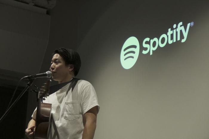 【ライブレポ】Michael KanekoがSpotifyオフィスでスペシャルアコースティックライブを披露 spotify-1712012-700x467