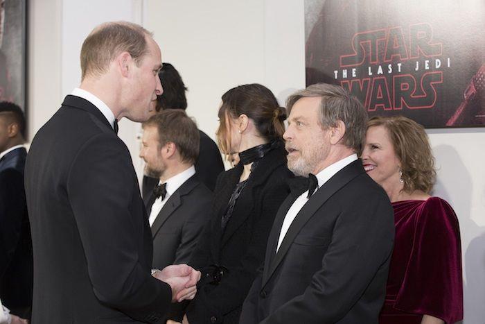 『スター・ウォーズ/最後のジェダイ』ウィリアム王子とヘンリー王子、BB−8に出迎えられ登場!超豪華ロンドンプレミア開催! c597ad60baa9f09a6c85afb8bc2e2169-700x467