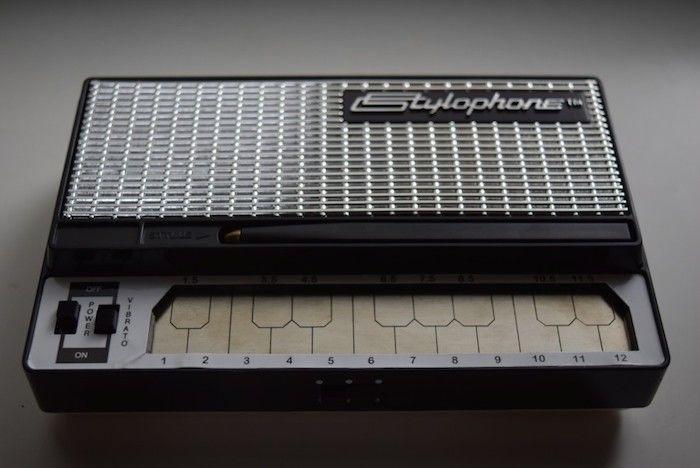 どこでも気軽に持ち運べるアナログ・シンセに進化した『Stylophone GEN X-1』の魅力 technology_StylophoneGENX-1_02-700x468