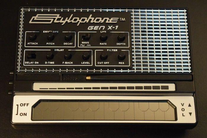 どこでも気軽に持ち運べるアナログ・シンセに進化した『Stylophone GEN X-1』の魅力 technology_StylophoneGENX-1_03-700x468