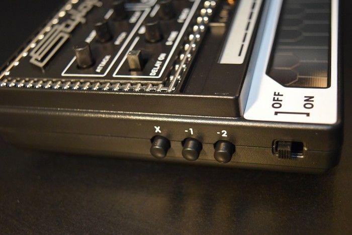 どこでも気軽に持ち運べるアナログ・シンセに進化した『Stylophone GEN X-1』の魅力 technology_StylophoneGENX-1_05-700x468