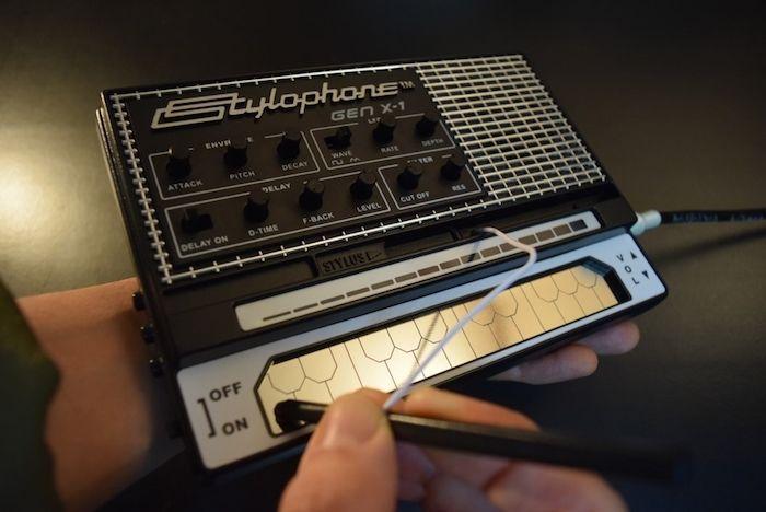 どこでも気軽に持ち運べるアナログ・シンセに進化した『Stylophone GEN X-1』の魅力 technology_StylophoneGENX-1_09-700x468