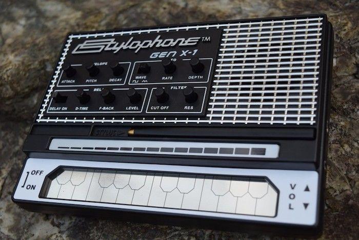 どこでも気軽に持ち運べるアナログ・シンセに進化した『Stylophone GEN X-1』の魅力 technology_StylophoneGENX-1_11-700x468