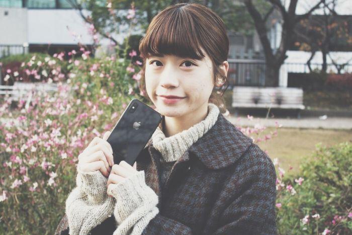 『iPhone Xを離さないで』:ミレニアル女子の素朴な疑問 technology_iphonex_10-700x467