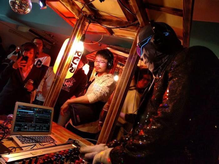 日本酒とおでんと…DJ!?「屋台ディスコ」再び開催決定!100種類以上の日本酒と音楽が楽しめる! art180111_yataidisco_01-700x525