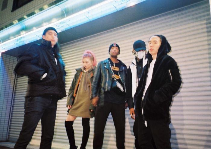 【インタビュー】 渋谷が生んだ新世代クルー・kiLLaが、1stアルバム『GENESIS』で提示する世界基準のHIPHOP killa-pickup1-700x494