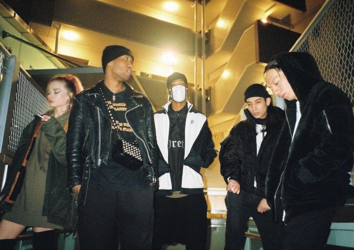 【インタビュー】 渋谷が生んだ新世代クルー・kiLLaが、1stアルバム『GENESIS』で提示する世界基準のHIPHOP killa-pickup11-700x494