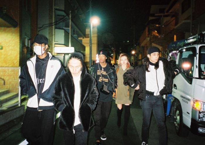 【インタビュー】 渋谷が生んだ新世代クルー・kiLLaが、1stアルバム『GENESIS』で提示する世界基準のHIPHOP killa-pickup4-700x494
