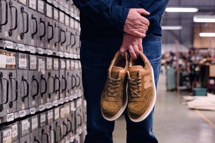 Grenson×new balanceコラボレーション 高級革靴をイメージした「576」を発売! life180109_newbalance_05-700x467
