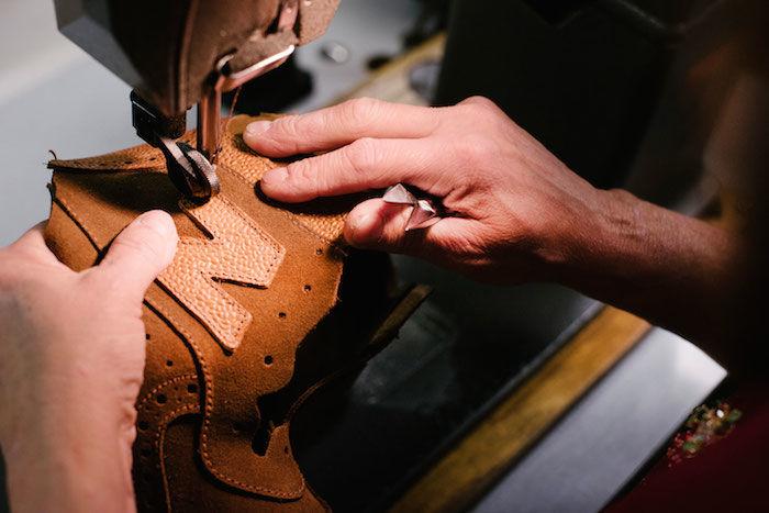 Grenson×new balanceコラボレーション 高級革靴をイメージした「576」を発売! life180109_newbalance_07-700x467