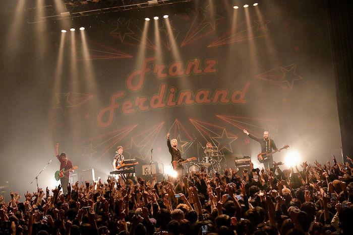 【ライブレポ】フランツ・フェルディナンドの会場はダンスフロア化!?1人も残さず踊らせた来日公演 music_franzferdinand_2-700x467