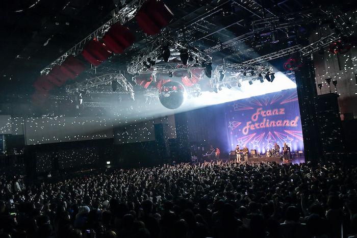 【ライブレポ】フランツ・フェルディナンドの会場はダンスフロア化!?1人も残さず踊らせた来日公演 music_franzferdinand_4-700x467