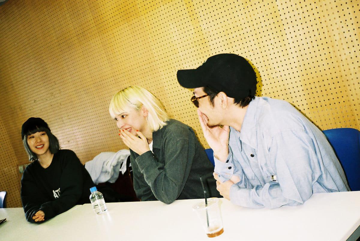 【インタビュー】TSUBAME × おかもとえみ × RACHELが語る「GOOD NIGHT」の制作裏話 interview180424-tsubame-good-night-2-1200x804