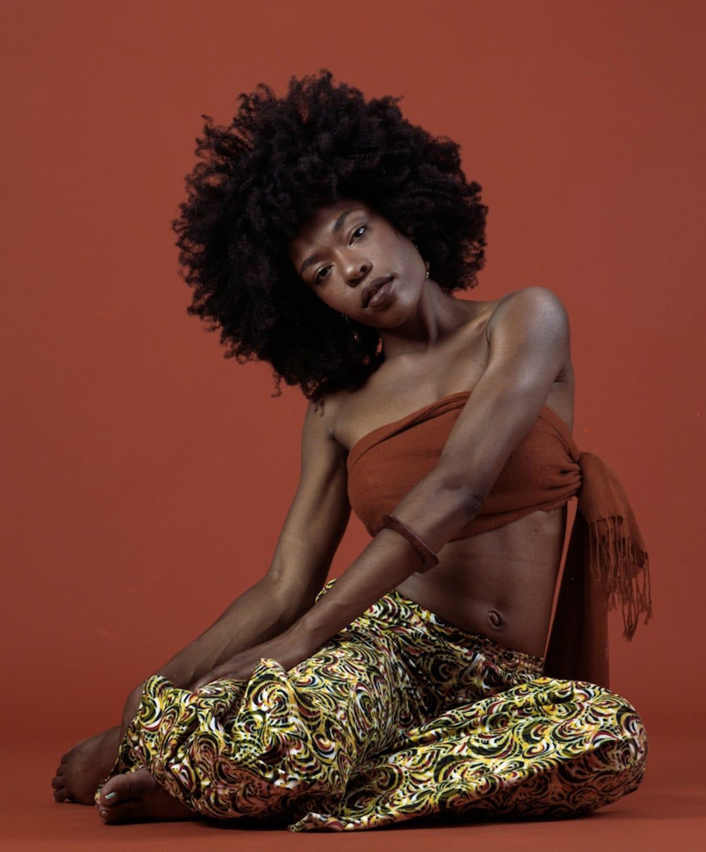 奇才スーダン・アーカイブスが新曲リリース&〈Stones Throw〉とStüssyのショーケースで初来日決定! music18041_sudanarchives_1-1200x1449