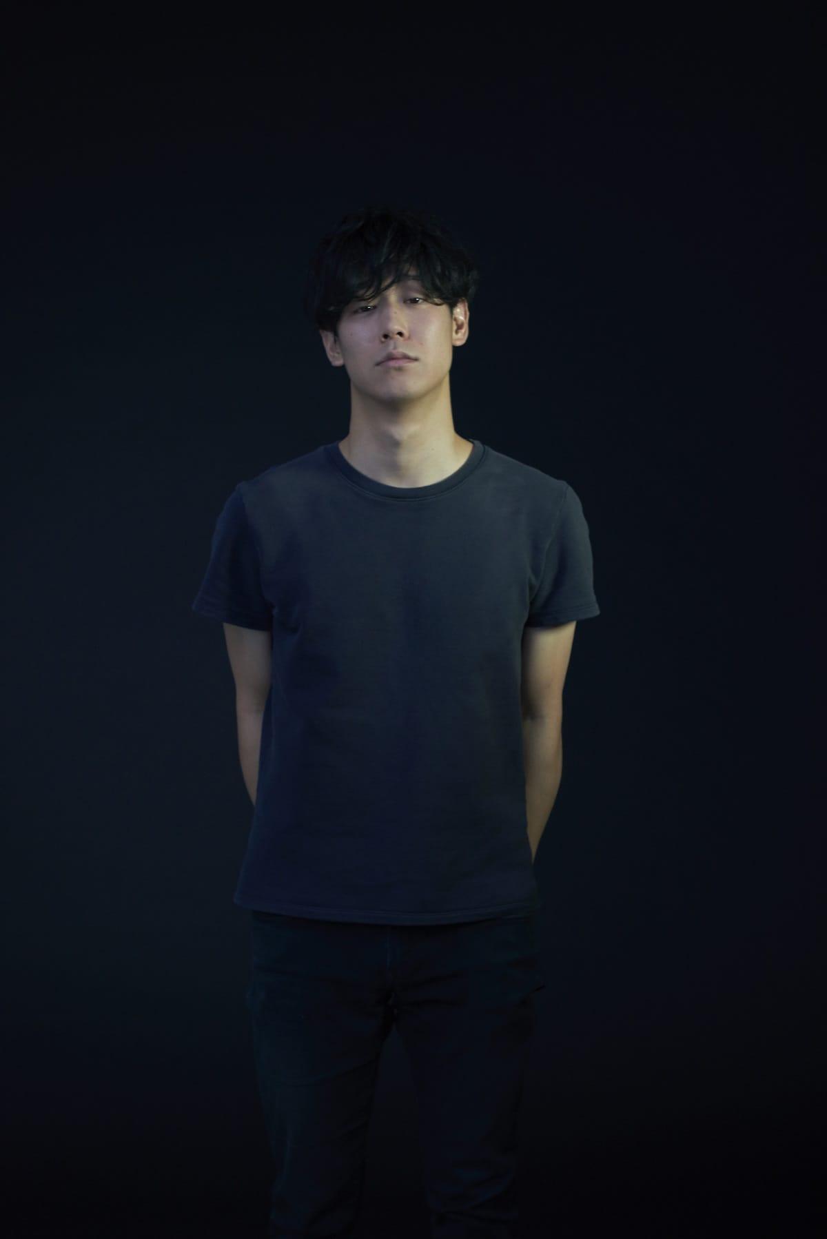 小袋成彬が本日、メジャーデビューアルバムをリリース!ワンマンライブリハーサル映像が公開 music180425-omukuronariaki-1-1200x1798