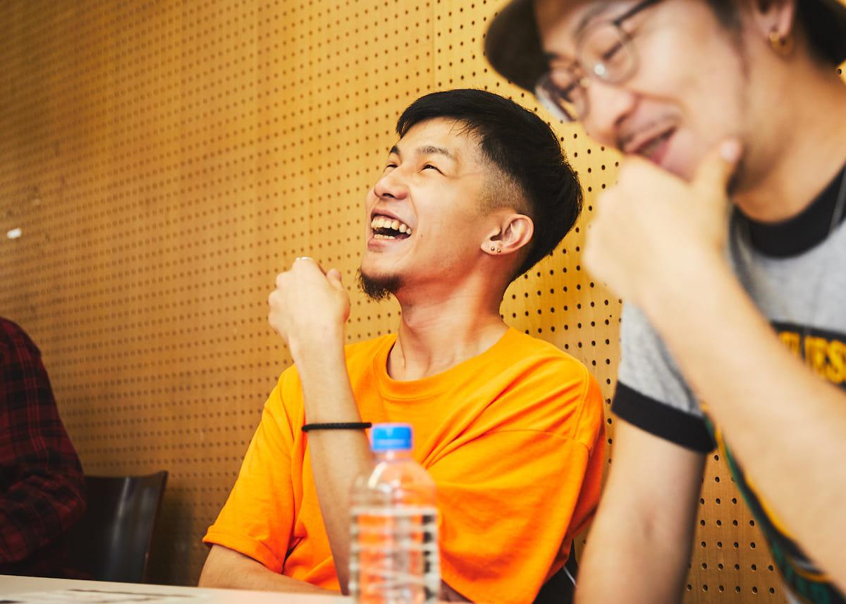 """【インタビュー】福岡在住のラッパー・NF Zesshoが、3rdアルバム『CURE』で仲間たちと表現する""""少しだけ救われた""""今の音と言葉。 180428_QeticZ0087-1200x857"""