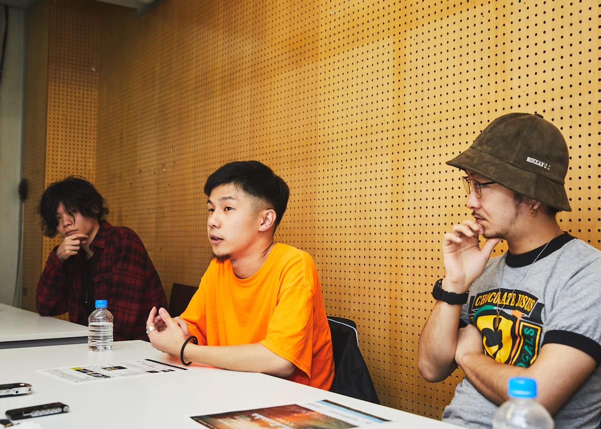 """【インタビュー】福岡在住のラッパー・NF Zesshoが、3rdアルバム『CURE』で仲間たちと表現する""""少しだけ救われた""""今の音と言葉。 180428_QeticZ0287-1200x857"""