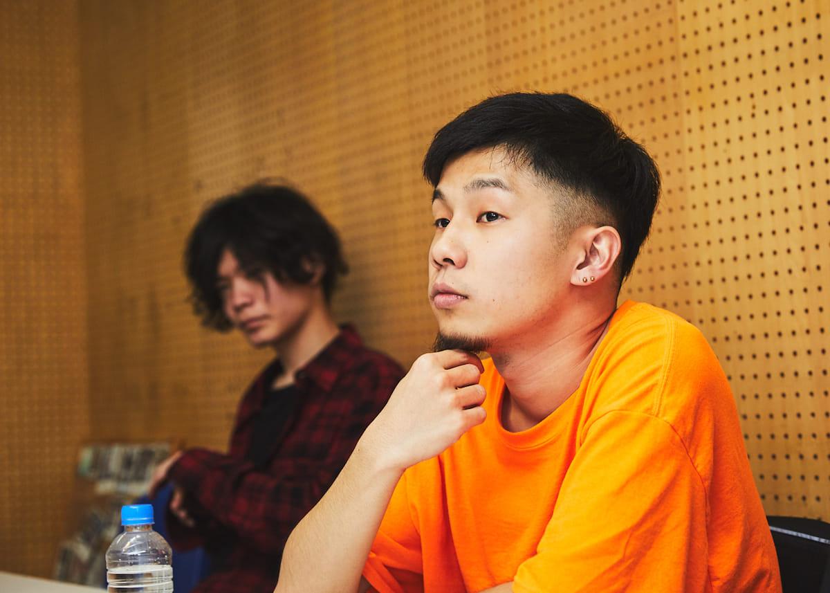 """【インタビュー】福岡在住のラッパー・NF Zesshoが、3rdアルバム『CURE』で仲間たちと表現する""""少しだけ救われた""""今の音と言葉。 180428_QeticZ0311-1200x857"""