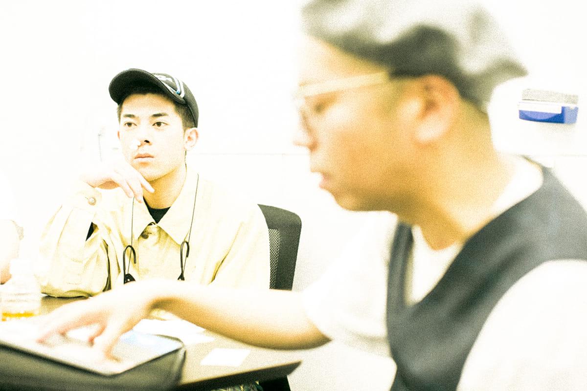 【インタビュー】ヒップホップグループ踊Foot Works=ヴェイパーウェイブ?レーベルQ2所属のきっかけや新作アルバムについて 7G7A1681-1200x800