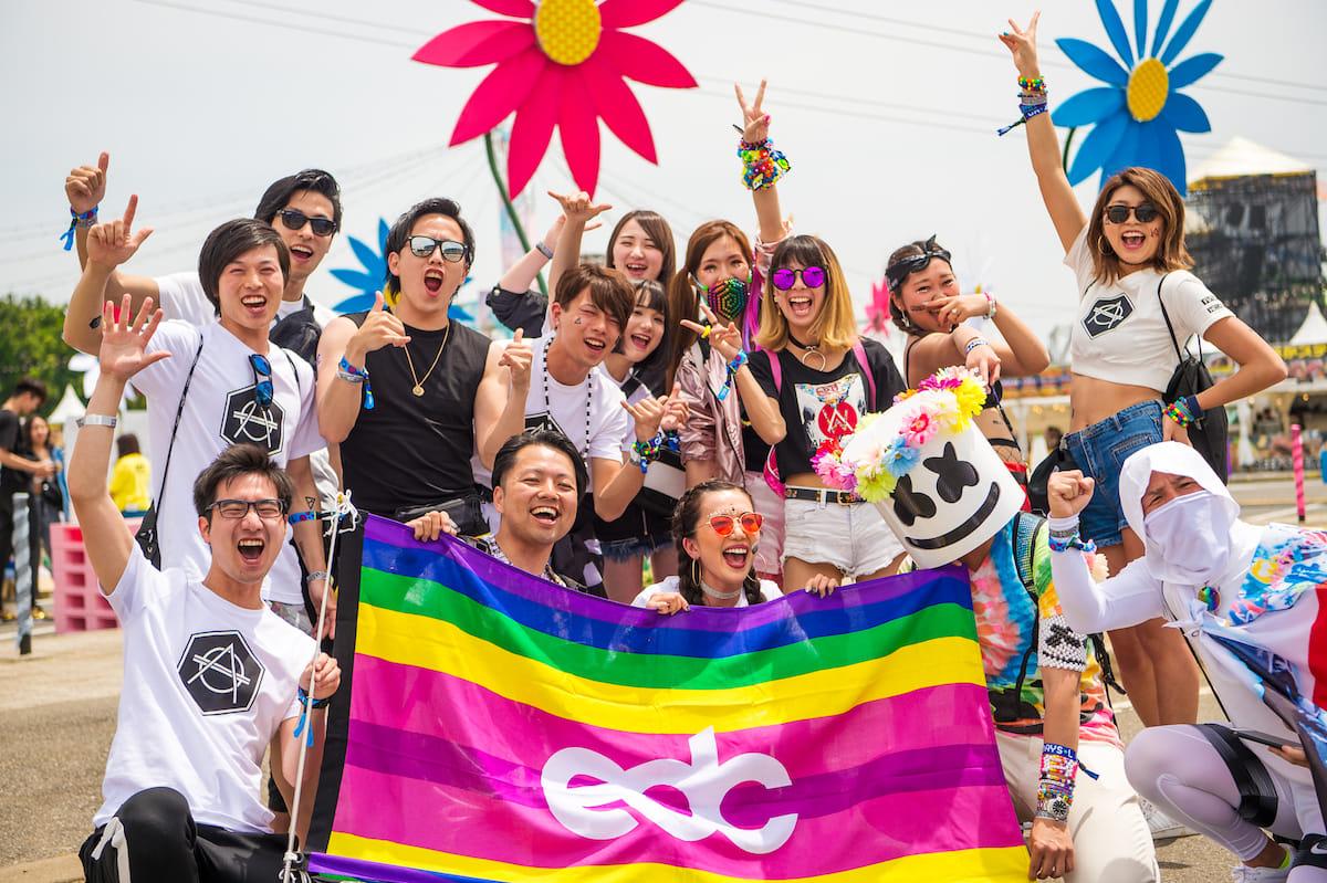 <EDC JAPAN 2018>ファッションスナップ:ツインズコーデ、シースルー、花冠が人気! fashion180514-electricdaisycarnival-japan-fashion_05-1200x799