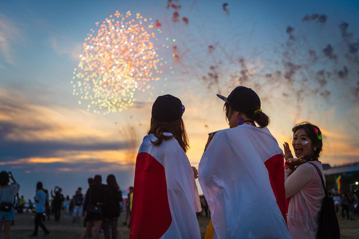 <EDC JAPAN 2018>ファッションスナップ:ツインズコーデ、シースルー、花冠が人気! fashion180514-electricdaisycarnival-japan-fashion_07-1200x799