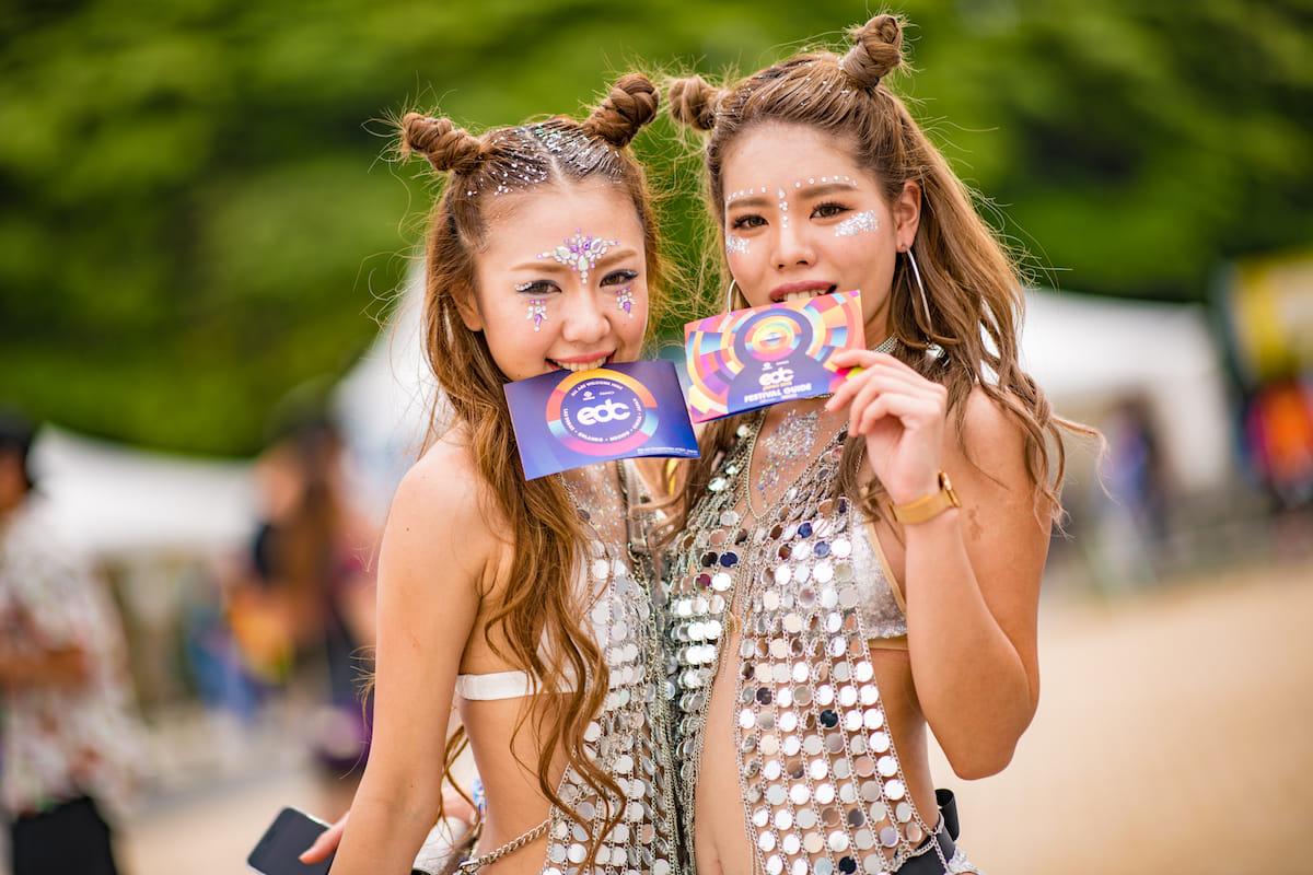<EDC JAPAN 2018>ファッションスナップ:ツインズコーデ、シースルー、花冠が人気! fashion180514-electricdaisycarnival-japan-fashion_11-1200x800