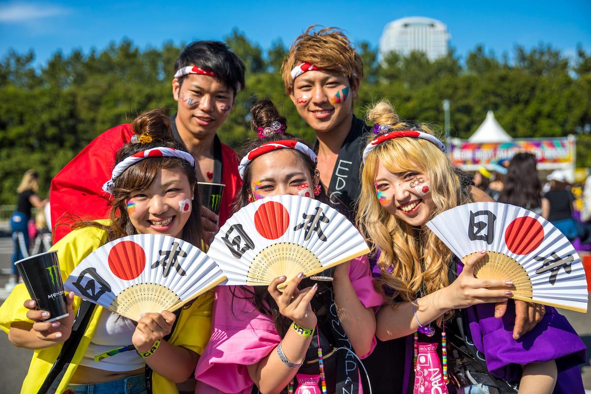 <EDC JAPAN 2018>ファッションスナップ:ツインズコーデ、シースルー、花冠が人気! fashion180514-electricdaisycarnival-japan-fashion_12-1200x800