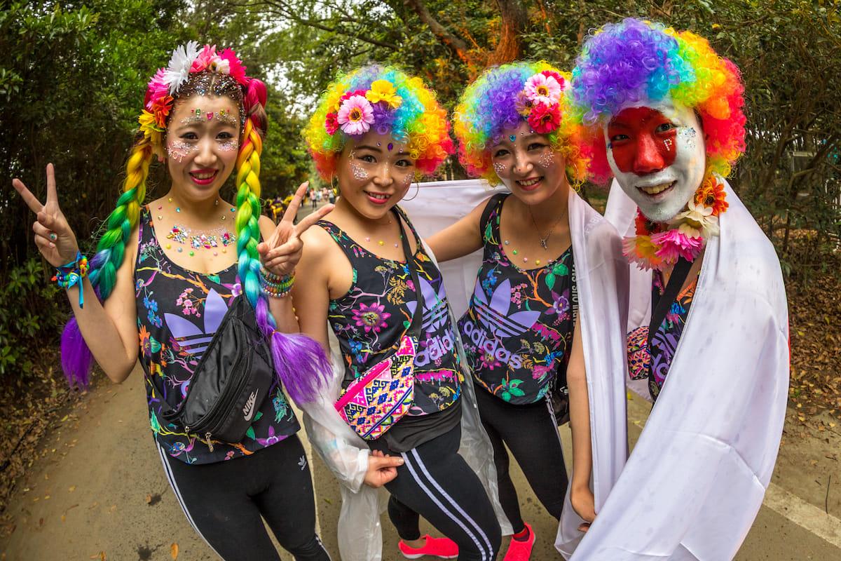 <EDC JAPAN 2018>ファッションスナップ:ツインズコーデ、シースルー、花冠が人気! fashion180514-electricdaisycarnival-japan-fashion_6-1200x800