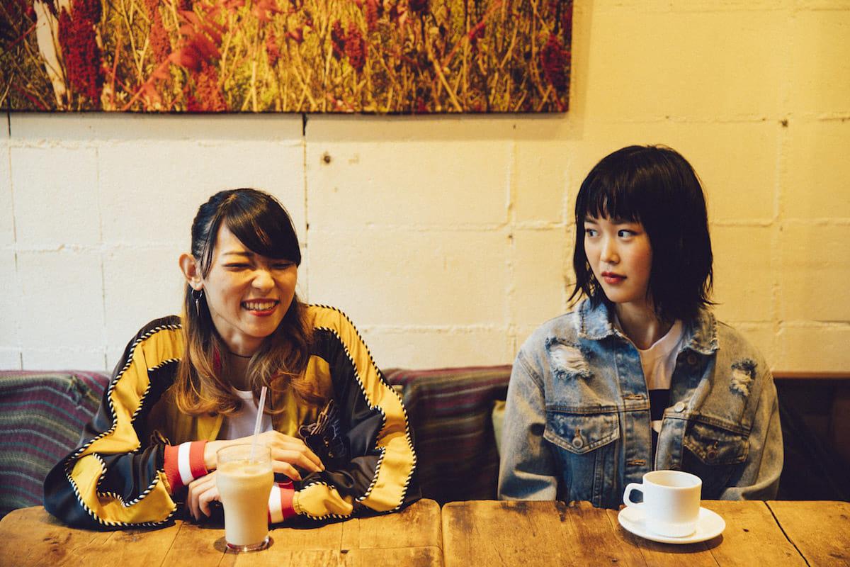 Rei × THE THROTTLE 成田アリサ対談!見た目とサウンドのギャップが魅力的な二人が音楽への思いを語る interview_rei-thethrottle-bsh__9824-1200x800