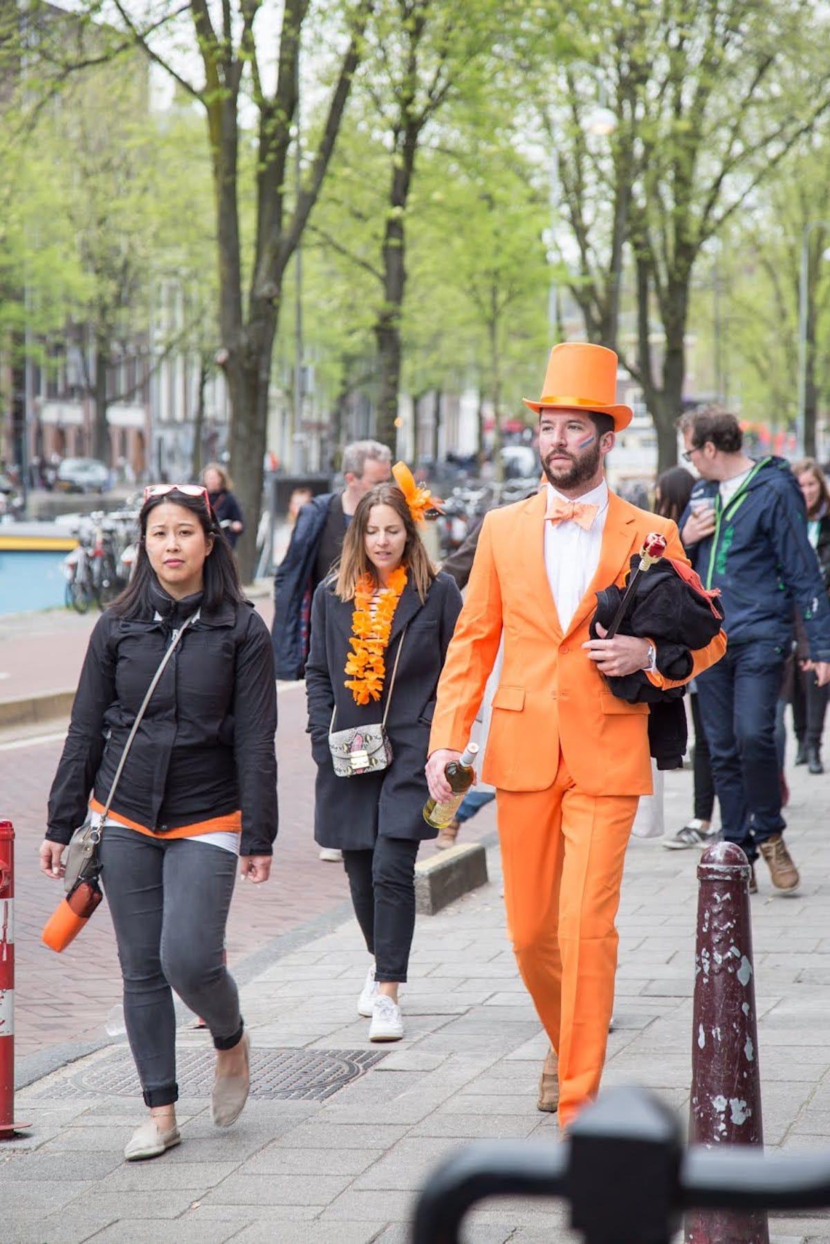 街中がオレンジに染まるアムステルダムのキングスデー。何やってもOKってどうゆうこと!? km-post73_Kingsday-submit-34-1200x1799