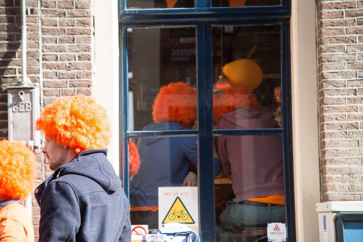 街中がオレンジに染まるアムステルダムのキングスデー。何やってもOKってどうゆうこと!? km-post73_Kingsday-submit-52-1200x800