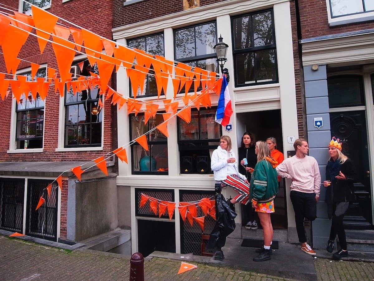 街中がオレンジに染まるアムステルダムのキングスデー。何やってもOKってどうゆうこと!? km-post73__1008789-1200x900
