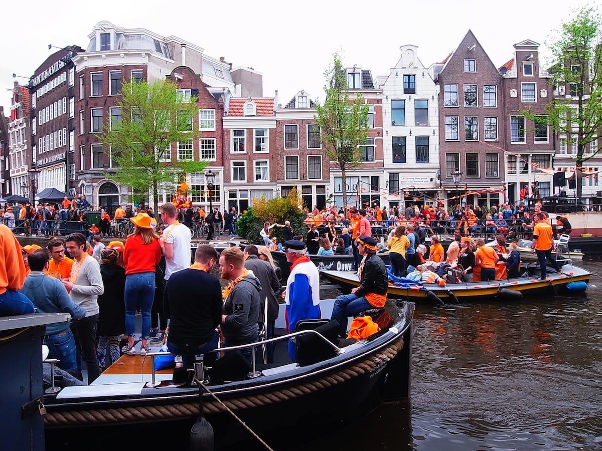 街中がオレンジに染まるアムステルダムのキングスデー。何やってもOKってどうゆうこと!? km-post73__1008811-1200x900