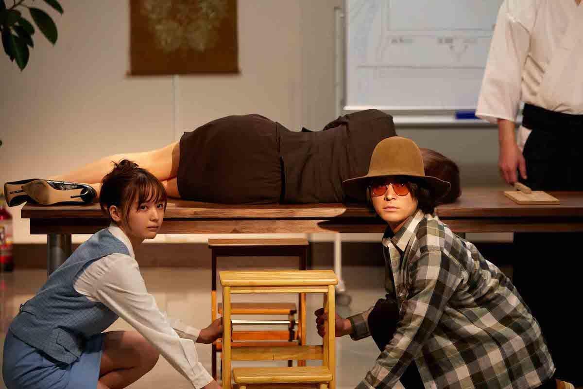 ドラマ『やれたかも委員会』、白石麻衣にも負けない謎の美人秘書は誰なの? life180518_saki-tateno_1-1200x800