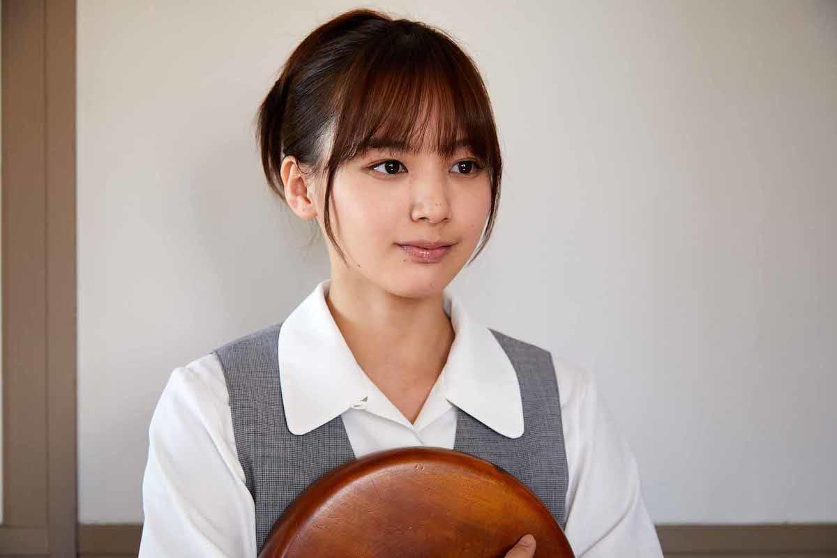 ドラマ『やれたかも委員会』、白石麻衣にも負けない謎の美人秘書は誰なの? life180518_saki-tateno_2-1200x800