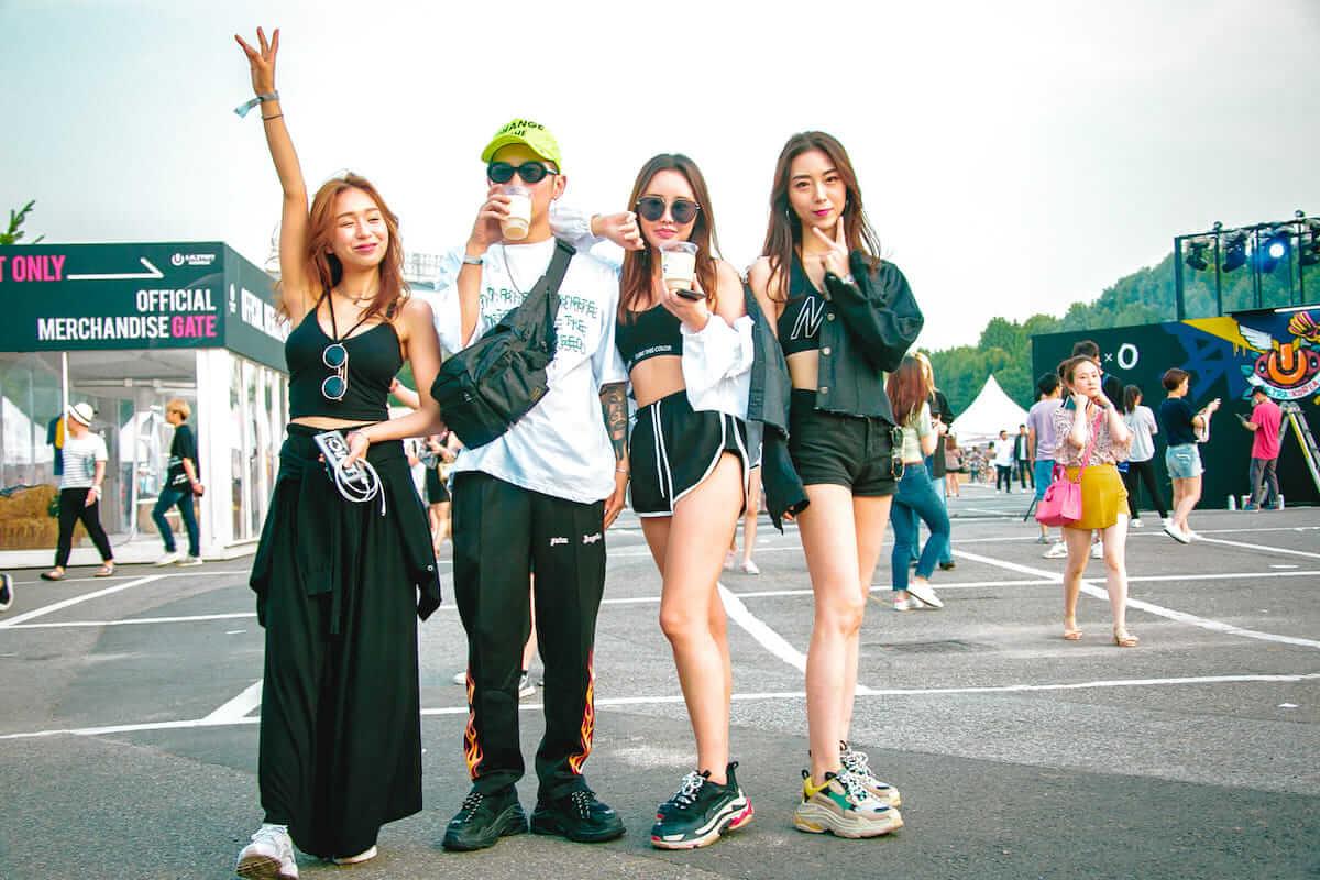 音楽フェス<ULTRA KOREA>ファッションスナップ:韓国美女たちの2018最新ファッショントレンド music180611_umfkorea_15-1200x800