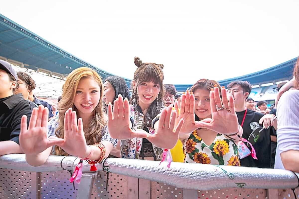 音楽フェス<ULTRA KOREA>ファッションスナップ:韓国美女たちの2018最新ファッショントレンド music180611_umfkorea_2-1200x799
