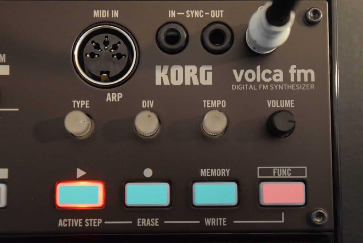 80年代に一世を風靡したFM音源をコンパクト・サイズで気軽に楽しめる、KORG『volca fm』の魅力 technology180606_volcafm_4-1200x802