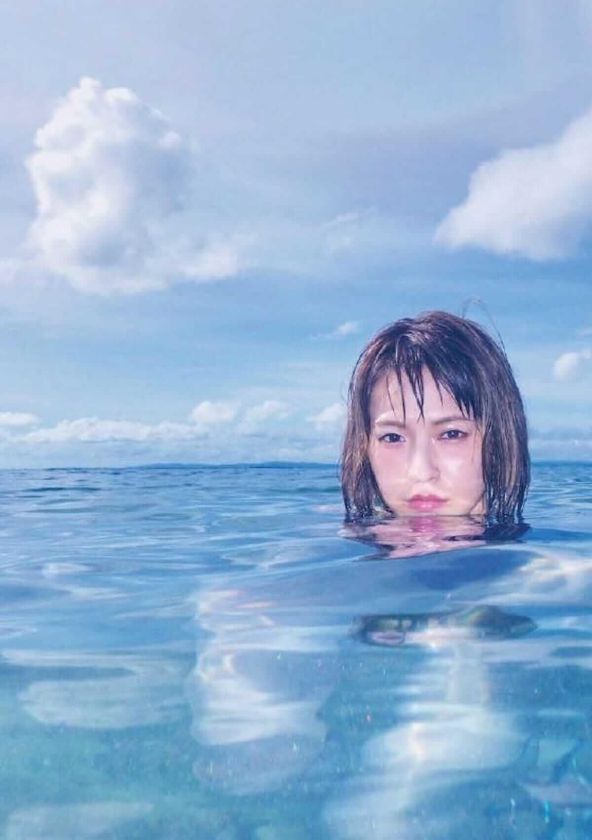 SCANDAL、HARUNAファースト写真集『SOMEWHERE』少女のような笑顔から大人の表情までを見せる! art180713_scandal-haruna_1-1200x1702