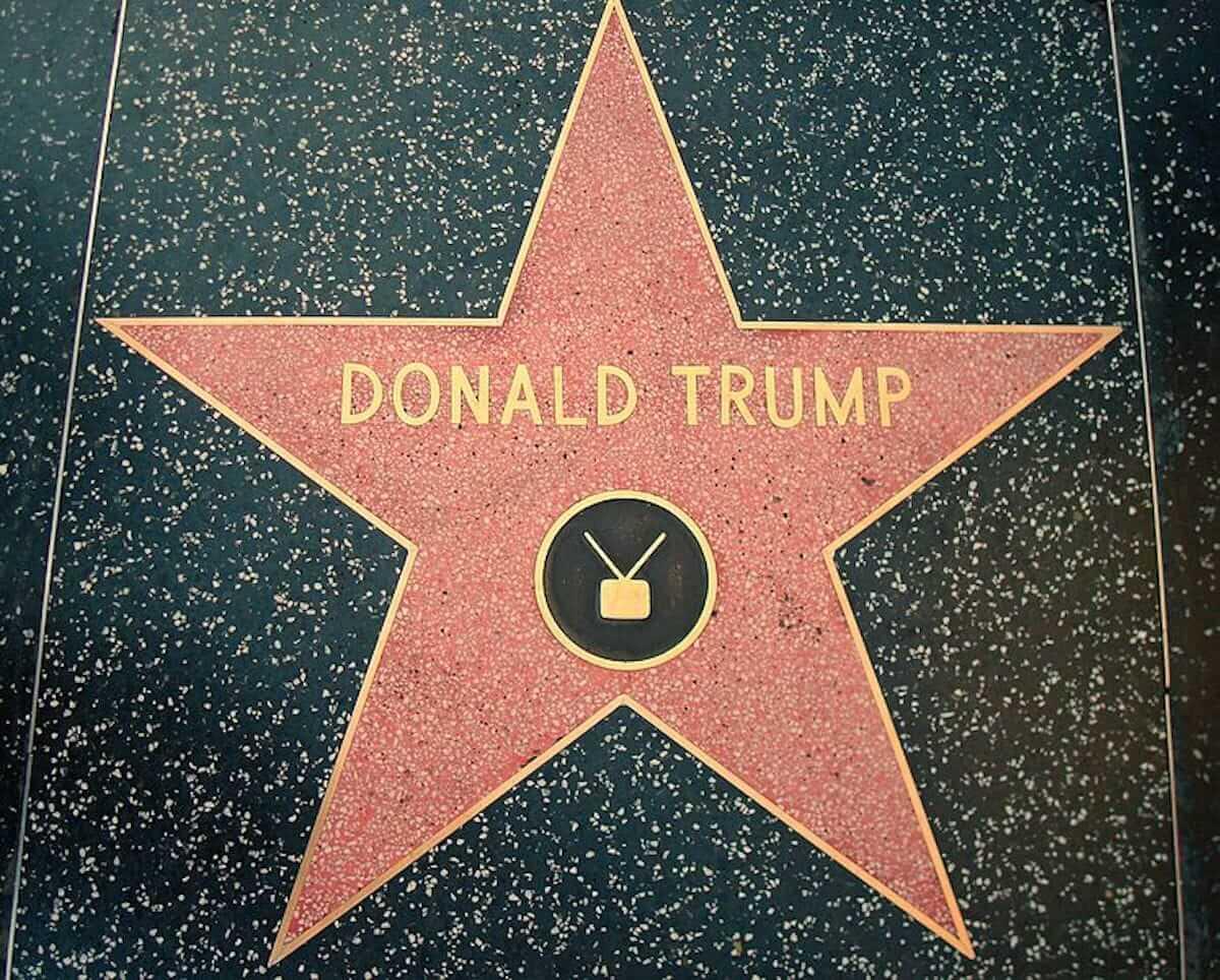 ドナルド・トランプの星型プレートをつるはしで破壊!未明のハリウッド・ウォーク・オブ・フェームで大胆犯行 culture180726_trump-walkoffame_01-1200x964