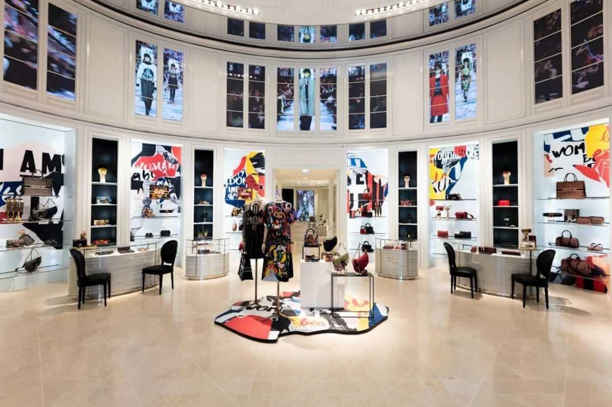 ディオール、パリ本店が期間限定でカラフルに! fashion180705_dior_2-1200x798